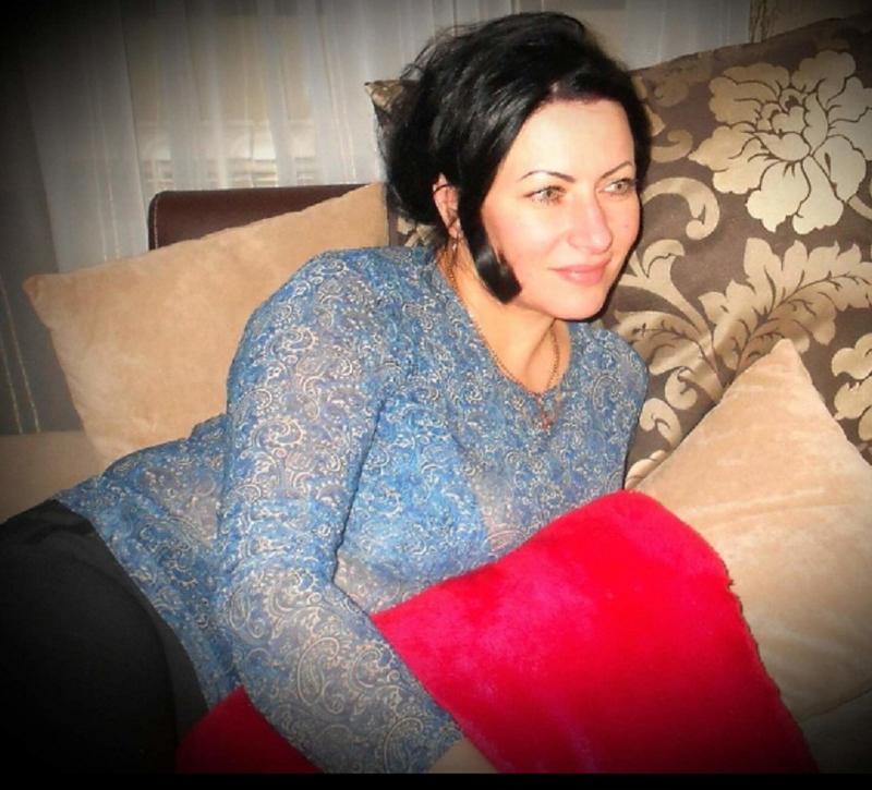 Femme Cougar Cherchant Un Plan Cam Avec Un Jeune Mec