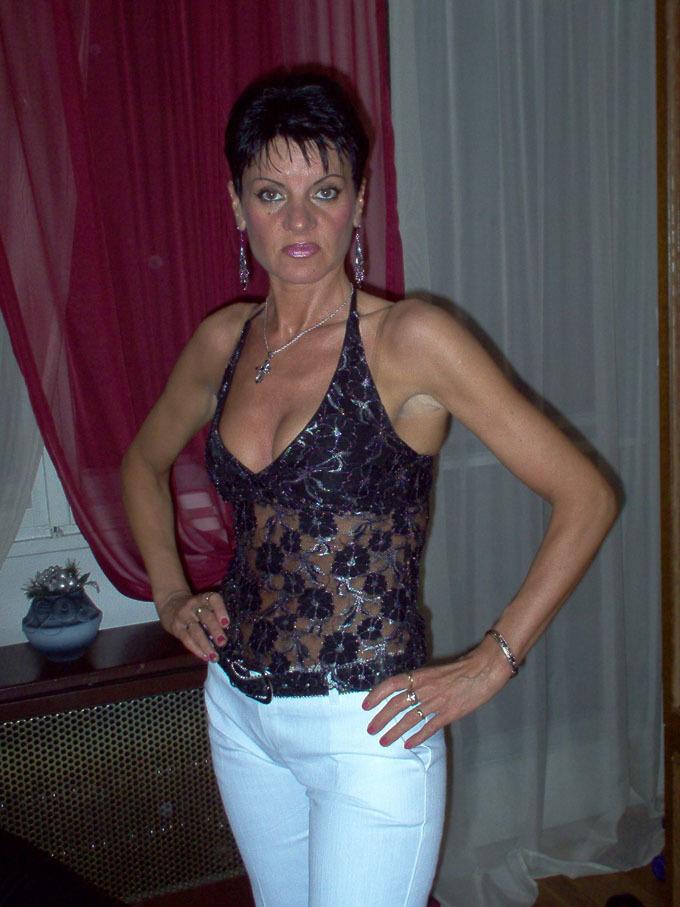 Berlin Oma Sex Dates. Pferdefluesterin, 45, in Berlin, Oma