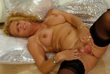 vip naked woman fucked