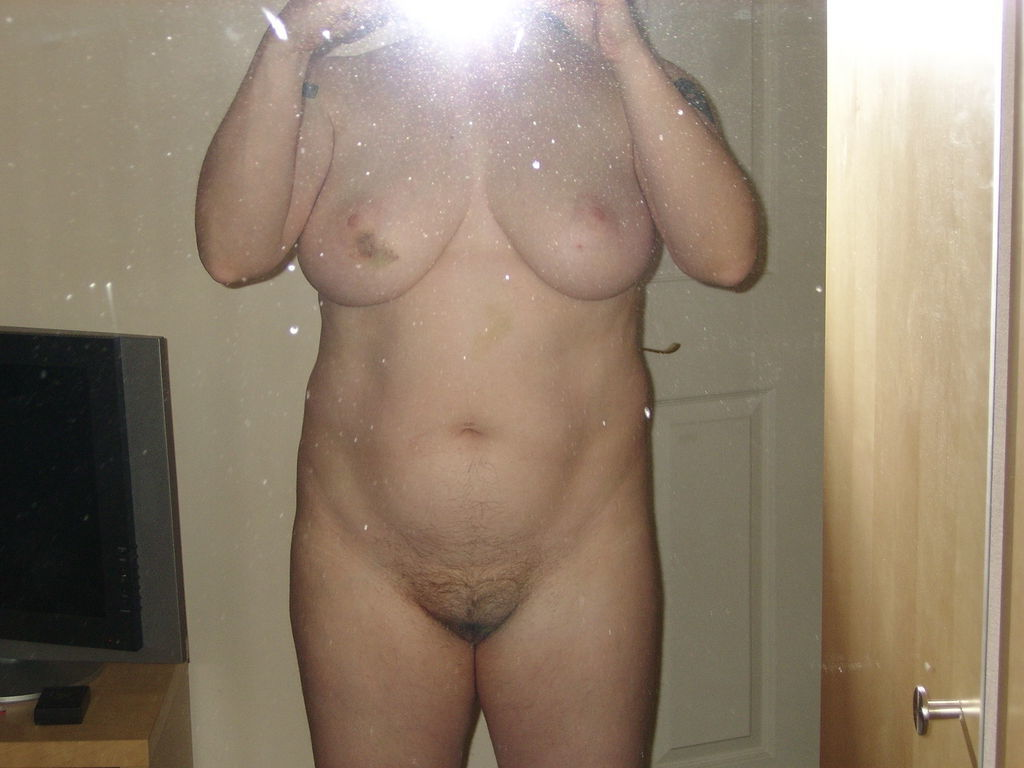 image Married wife 35 now latina via ipad